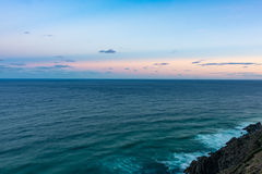 Océano Pacífico del cabo Byron en Australia en la puesta del sol Fotografía de archivo libre de regalías