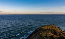 Océano Pacífico del cabo Byron en Australia en la puesta del sol Imagen de archivo libre de regalías
