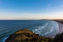Océano Pacífico del cabo Byron en Australia en la puesta del sol Foto de archivo libre de regalías