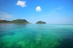 Océano tailandés con agua clara Imagen de archivo libre de regalías