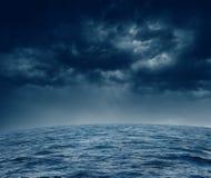 Océano tempestuoso Fotos de archivo libres de regalías