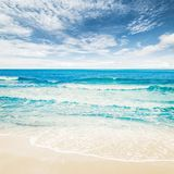 Océano tropical de la playa foto de archivo