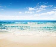 Océano tropical de la playa imagen de archivo