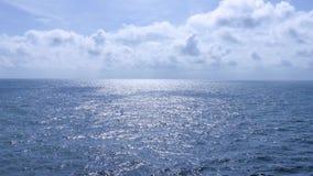 Océano y cielo claros almacen de video