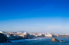Océano y ciudad Fotografía de archivo libre de regalías