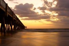 Océano y horizonte del embarcadero Imagen de archivo libre de regalías