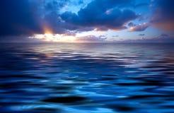 Océano abstracto y puesta del sol Imágenes de archivo libres de regalías