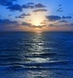 Océano de Sun de la puesta del sol de la salida del sol del cielo Fotos de archivo libres de regalías