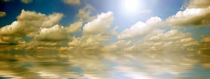 Océano y panorama del cielo Imagen de archivo libre de regalías
