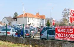 Ocasião do ` de Vehicules d que traduz como a garagem dos carros usados Fotos de Stock Royalty Free