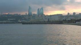 Ocaso de enero de la nube en la bahía de Baku azerbaijan almacen de metraje de vídeo