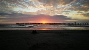 Ocaso en-playa Lizenzfreie Stockbilder
