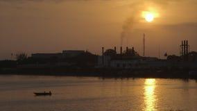 Ocaso sobre una fábrica, Conakry, Guinea metrajes