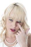 Occhi che prude della giovane donna da febbre del polline Hey fotografia stock
