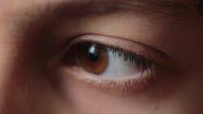 Occhi del bambino dell'adolescente video d archivio