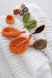 Occhi dell'inverno, fondo semplice dalla foglia tricottata Fotografie Stock
