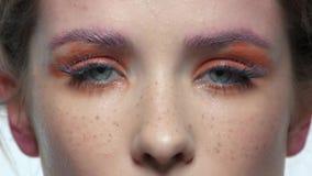 Occhi della donna, trucco artistico stock footage