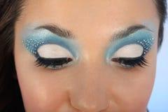 Occhi femminili con trucco blu Immagine Stock