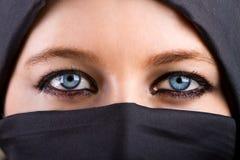 Occhi misteriosi della donna Fotografie Stock Libere da Diritti