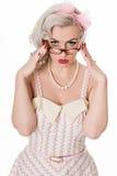 Occhiali d'uso della ragazza studiosa sveglia, su bianco Fotografia Stock Libera da Diritti