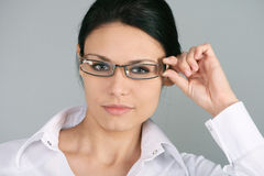 Occhiali da portare della donna di affari Immagini Stock Libere da Diritti
