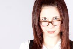 Occhiali da portare della giovane donna Fotografie Stock Libere da Diritti