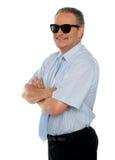 Occhiali da sole da portare dell'esecutivo maschio sicuro Fotografia Stock Libera da Diritti