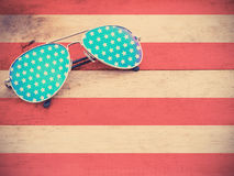 Occhiali da sole dello specchio come modello della bandiera americana Fotografia Stock Libera da Diritti