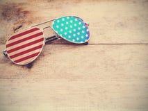 Occhiali da sole dello specchio con il modello della bandiera americana Fotografie Stock