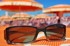 Occhiali da sole e spiaggia Fotografia Stock Libera da Diritti