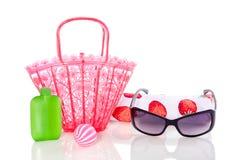 Occhiali da sole e un beachbag Fotografia Stock