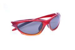 Occhiali da sole rossi di sport, polarizzato, isolati Fotografia Stock