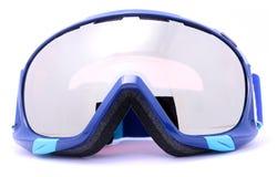 Occhiali di protezione blu di corsa con gli sci isolati su fondo bianco Fotografie Stock Libere da Diritti
