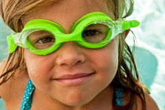 Occhiali di protezione da portare della ragazza Fotografia Stock