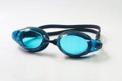Occhiali di protezione di nuoto su fondo bianco Immagini Stock Libere da Diritti