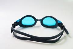 Occhiali di protezione di nuoto su fondo bianco Fotografie Stock Libere da Diritti