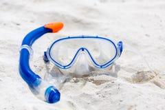 Occhiali di protezione nella sabbia Fotografia Stock Libera da Diritti