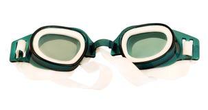 Occhiali di protezione per nuoto isolati su priorità bassa bianca immagini stock