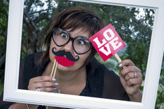 Occhiali divertenti di amore dei baffi della struttura della donna Fotografia Stock Libera da Diritti