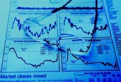 Occhiali sul diagramma degli stock Fotografia Stock Libera da Diritti