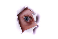Occhio che dà una occhiata attraverso un foro Fotografie Stock