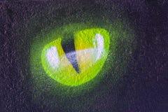 Occhio del gatto s sul nero royalty illustrazione gratis