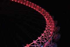 Occhio di Londra con illuminazione rossa alla notte Immagini Stock