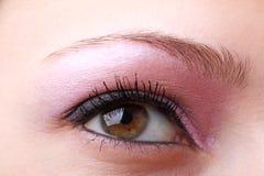 Occhio femminile con la fine di trucco in su immagine stock