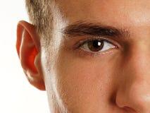 Occhio umano della fine dell'uomo su fotografia stock libera da diritti