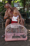 Occupandosi dei nipoti Immagini Stock