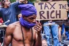 Occupez le mouvement protestant contre l'inégalité sociale et économique images stock