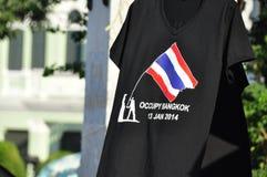 Occupez le T-shirt de Bangkok vendu d'une stalle de rue Images libres de droits