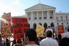 Occupi Lisbona - le proteste globali il 15 ottobre della massa Immagine Stock