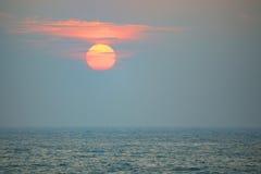 Oceaan bij Zonsondergang Royalty-vrije Stock Foto